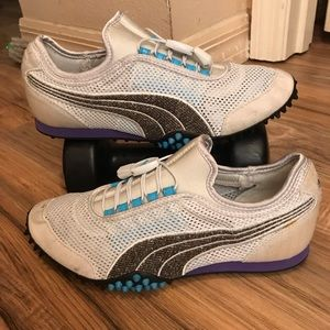 Woman's puma golf shoes.